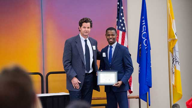 UW Oshkosh business major wins African American Student Leadership Award
