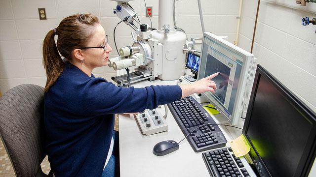 Oshkosh Corporation's donation boosts UW Oshkosh microscope laboratory