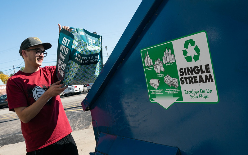 4imprint supplies reusable bags to boost UWO recycling
