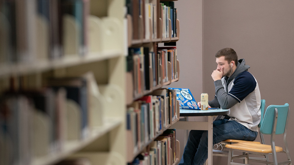 UW Oshkosh students study hard for finals