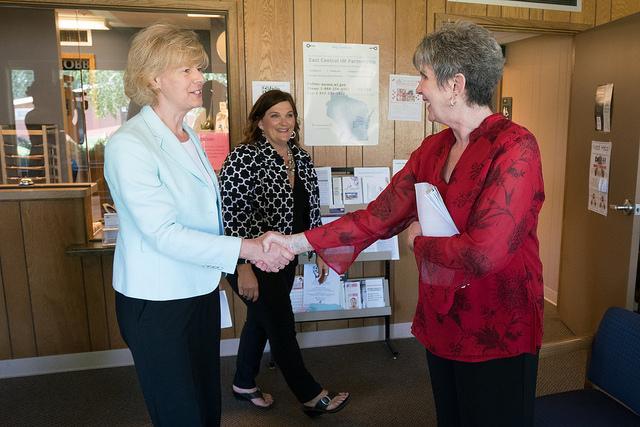 U.S. senator tours UW Oshkosh-run clinic