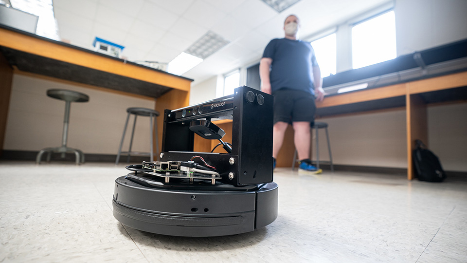 With Qbot, senior paves way for future researchers in engineering tech